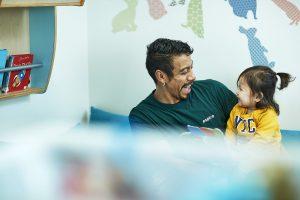 Trygge ansatte gir glade barn